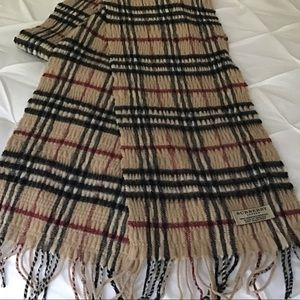 Burberry wool/cashmere traditional pattern scarf